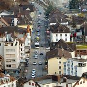 In Wolhusen staut sich der Verkehr regelmässig. Eine Umfahrung soll das Zentrum entlasten. (Bild: Philipp Schmidli)