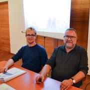 Die Raumplanungs- und Regionalentwicklungsexperten Matthias Ott und Konrad Winzeler bieten Einblick in die Details zur Revision des Baureglements. (Bild: Margrith Pfister-Kübler)