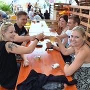 Das Eschliker Wuudu Festival bietet nebst gemütlichem Beisammensein vieles mehr: Swimmingpool, Hüpfburg, Kinderschminken, Musik oder einen Vier-Meter-Grill. (Bilder: Christoph Heer)