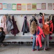 Blick in die Primarschule Willisau: Geht es nach sechs Luzerner Gemeinden, soll der Kanton den Kostenteiler in der Volksschulbildung mit den Gemeinden separat neu regeln. (Symbolbild: Boris Bürgisser)