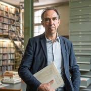Felix Lehner in der Kunstbibliothek, die zur 2006 gegründeten Stiftung Sitterwerk gehört. (Bild: Hanspeter Schiess)