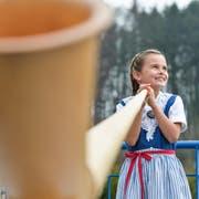 Malina Grimm spielt mit Leidenschaft Alphorn. Das grosse Vorbild der Affeltrangerin ist Lisa Stoll. (Bild: Donato Caspari)