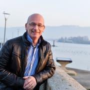 Jörg Zimmermann auf der Brücke beim Hafen. (Bild: Donato Caspari)