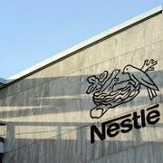 Mit dem zahlreichen Stellenabbau will Nestlé den digitalen Wandel im Unternehmen beschleunigen und von Innovationen in der Informatik profitieren.