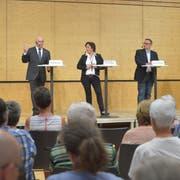 Die Präsidentin der Findungskommission, Sylvia Zwick, zwischen den beiden Kandidaten: Links Andreas Zuber, rechts Werner Scherer. (Bild: Mario Testa)