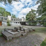 Das Schulhaus Kreuzbühl in Winkeln hat nach über 50 Jahren ausgedient. Der Stadtrat plant einen Neubau. (Bild: Hanspeter Schiess)