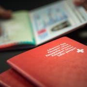 Heiss begehrt: Der Schweizer Pass. (Bild: Michel Canonica)