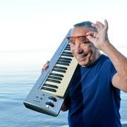 Kurt Oberländer nimmt sein Klavier und sagt der Schweiz Adieu. (Bild: Donato Caspari)