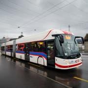 Ein 1er-Bus auf der Luzerner Seebrücke: Die Verlängerung der Linie bis nach Ebikon wird gemäss dem Nationalrat vom Bund unterstützt. (Bild: Roger Grütter, 3. Dezember 2014)