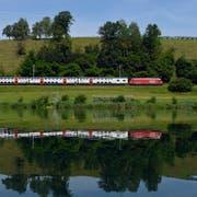 Fährt ab 2020 nicht mehr direkt an den Flughafen Zürich: Zug am Rotsee. (Bild: Urs Flüeler / Keystone, 2. Juli 2013)