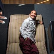 Der Schalk sitzt ihm im Nacken: Medienkünstler Mike Bonanno im Zürcher Theater Neumarkt. (Bild: Dominik Wunderli (Zürich, 30. August 2019))