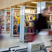 Die Ausleihen in der Biblioteken gehen von Jahr zu Jahr zurück. E-Books machen entgegen der Erwartungen nur einen kleinen Teil der Auslehen aus. Sind also keine Konkurrenz.Fotografiert am 2. Februar 2016 Luzern(NeueLZ/Nadia Schärli)