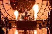 Der Thurgauer Schlagzeuger Carlo Ribaux beim Auftritt an den Game Awards in Los Angeles. (Bild: Getty)
