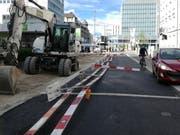 Die auf rund fünfzig Metern Länge umgeworfene Baustellenabschrankung an der Vadianstrasse. (Bild: Marlen Hämmerli - 24. April 2019)