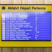 Der Südwestrundfunk (SWR) drehte am Zürcher Hauptbahnhof mit Nationalrätin Edith Graf-Litscher (SP) und Alt-Bundesrat Moritz Leuenberger. (Bild: Claudio Thoma)