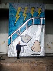 «Der Raum hat Macht»: Der Berner Raphael Burger arbeitet grossflächig. (Bild: Stefan Kaiser, Cham, 11. Juni 2019)