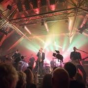 Auch das Luzerner Konzerthaus Schüür ist von den umstrittenen Viagogo-Geschäftspraktiken betroffen – hier ein Konzert von «Züri West». (Bild: Roger Grütter (Luzern, 16. Oktober 2017))