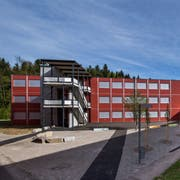 Das Provisorium bei der Schulanlage Erlen. (Bild: Eveline Beerkircher, Emmenbrücke, 24. April 2019)