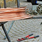 Von der Baustelle wurden mehrere Kabeltrommeln mit Kupferkabels gestohlen. (Symbolbild: Georgios Kefalas/Keystone)