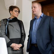 Betrübte Gesichter bei der Ausserrhoder SVP: Die abgewählte Inge Schmid und Präsident Anick Volger. (KEYSTONE/Gian Ehrenzeller).