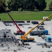 Aufbauarbeiten für das Konzert der Toten Hosen auf der Allmend Luzern am Dienstag, 21. August 2018. Bild: Philipp Schmidli