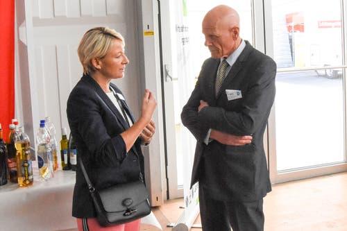 Christine Bolt, OK Wirtschaftsforum Toggenburg, und Marc Bohnenblust, Verein Zentrum Wattwil. (Bild: Urs M. Hemm)