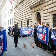 Anwohner protestierten vor der Kantonsratssession am 8. Mai vor dem Regierungsgebäude gegen die Spange Nord. (Bild: Roger Grütter)