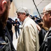 Ex-UBS-Vermögensverwaltungschef Raoul Weil (Mitte) ist einer der sechs Angeklagten. (Bild: Christophe Petit Tesson/EPA (Paris, 8. Oktober 2018))