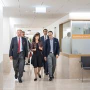 Getrübte Einweihung: Felix Sennhauser mit den Regierungsräten Hanselmann und Mächler im Spital Wattwil.Bild: Ralph Ribi (2. Juni 2018)