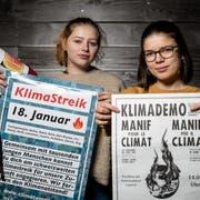 Die Klima-Aktivistinnen Jorina Rast (links) aus Rain und Lena Merz aus Hildisrieden. (Bild: Philipp Schmidli, Rain, 17. Februar 2019)