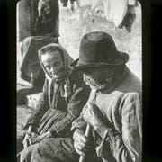Ein älteres Ehepaar. Diese Aufnahme, um das Jahr 1922 aufgenommen, stammt vermutlich aus dem Nachlass des damaligen Zentralsekretärs der Pro Senectute, Werner Ammann. (Bild: PD/Copyright Schweizerisches Sozialarchiv, Fotograf/-in unbekannt)