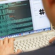 Hacker wollen E-Votings verhindern. (KEYSTONE/Salvatore Di Nolfi)