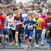 Mit Feuereifer dabei: Zahlreiche Kinder starten auch dieses Jahr wieder am Luzerner Stadtlauf. (Bild: Swiss-Image.ch/Andy Mettler, Luzern, 3. Mai 2014)