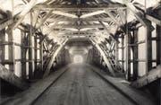 Innenansicht der 1929 entstandenen Brücke mit Holz der einstigen Eisenbahnbrücke Bad Ragaz-Maienfeld. (Bilder: Archiv Hansruedi Rohrer)
