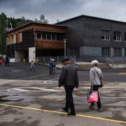 Der Trakt A des Schulhauses Würzenbach soll um ein Geschoss erhöht werden. Dafür beantragt der Stadtrat einen Kredit von 8,3 Millionen Franken. Bild: Boris Bürgisser (15. Mai 2018)
