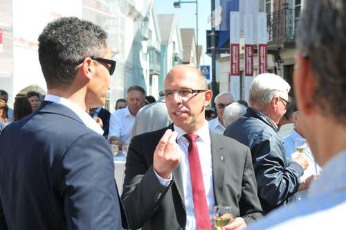 Christoph Amstad im Gespräch mit dem neuen Regierungsratskollegen Christian Schäli.