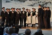 Der gastgebende Jodlerklub Giswil eröffnete in der Mehrzweckhalle das Konzert. (Bild: Birgit Scheidegger (Giswil, 18. August 2018))