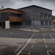 Der Stadtrat wollte den Trakt A des Schulhauses Würzenbach um ein Geschoss erhöhen. Bild: Boris Bürgisser (15. Mai 2018)