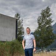 Der neue Leiter Marco Müller vor dem Gebäude Kirchfeld 1. (Bild: Pius Amrein (Horw, 7. August 2018))