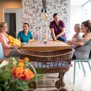 Im Wochenbett leben die Familien in einer Art Wohngemeinschaft zusammen. (Bild: Ralph Ribi)