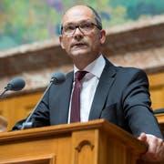 Daniel Fässler am Rednerpult im Nationalrat. (Bild: KEYSTONE/Anthony Anex)