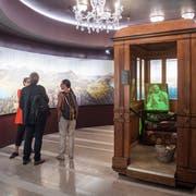 Ein besonderes Ausstellungsstück im Hotelmuseum auf dem Bürgenstock ist die alte Liftkabine des Hotel Palace. (Bild: Boris Bürgisser (Bürgenstock, 6. September 2018))