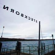 Die Sturmwarnung läuft am Hafen von Steckborn. (Bild: Donato Caspari)