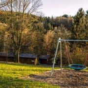Die Hochhüsliweid mit Holzhütten und Spielplatz beim Würzenbachquartier Luzern. Sie bleiben erhalten. (Bild: Philipp Schmidli, 22. November 2017).