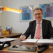 Erich Probst an seinem Arbeitsplatz in Muri. (Bild: Eddy Schambron)