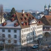 Das Natur-Museum (links) und das Historische Museum am Kasernenplatz. (Bild: Boris Bürgisser, Luzern, 22. Januar 2019)