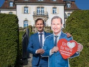 SVP-Kandidat Oliver Imfeld bei der Villa Krämerstein. Als Immobilienvorsteher wäre er für das Gebäude verantwortlich. (Bild: Boris Bürgisser, Horw 1. Mai 2019)