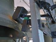 Solche schweren Hämmer schlagen die Viertelstunden und Stundensignale auf den Glocken. (Bild: Mario Testa)