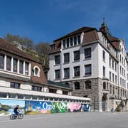Das St. Karli Schulhaus , fotografiert am 11. April 2018 in Luzern. Im Vordergrund der Anbau von 1964, der abgerissen werden soll. (LZ/Eveline Beerkircher)