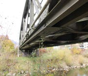 Die Thurbrücke der Südostbahn bei Ulisbach wird nächstes Jahr durch eine Betonbrücke ersetzt werden. (Bild: Martin Knoepfel)